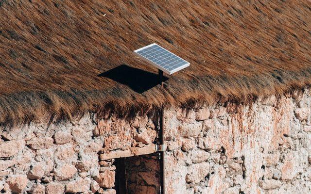 Aurinkopaneeli majoituksen katolla